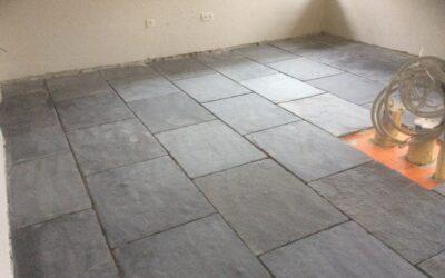 Vloeren van nieuwbouw woning en bijhorende garage te Wortegem (ism. Steenimex).