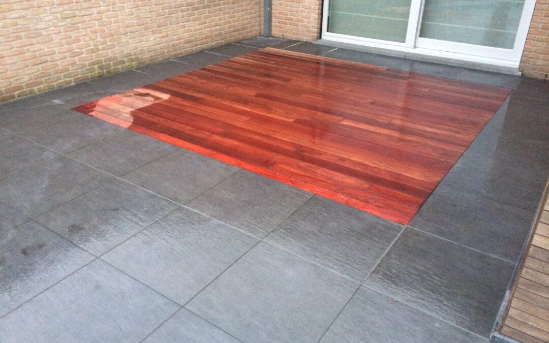 Tegels in combinatie met hout.